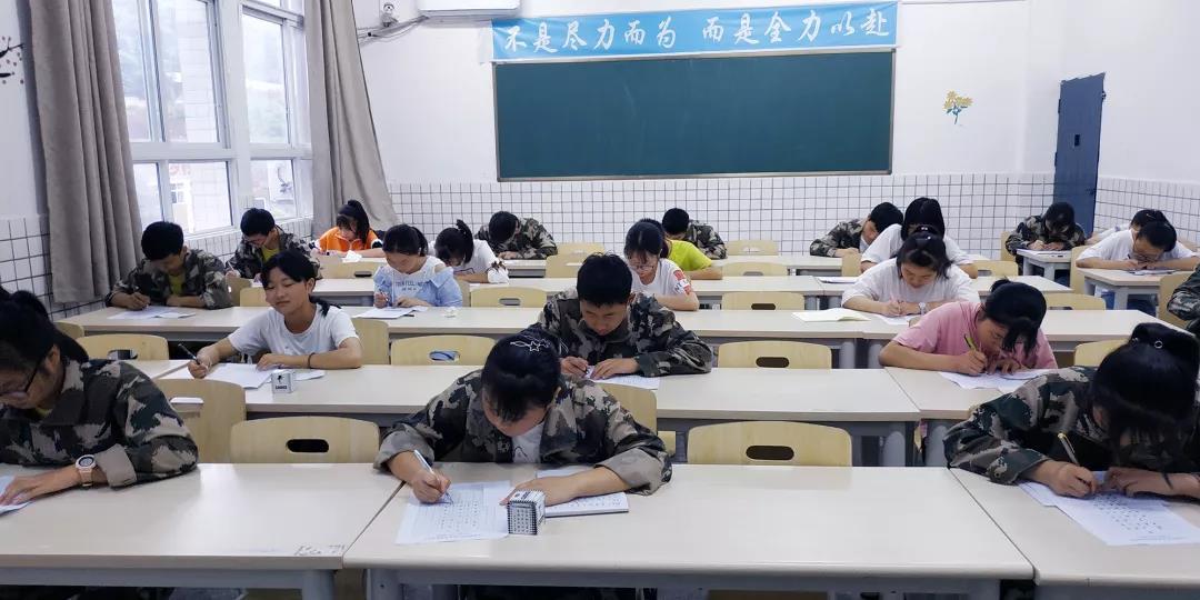 平昌通用职校高考学区举行多门学科竞赛活动
